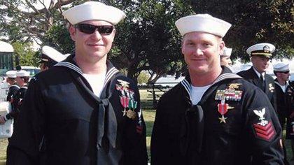 Kevin Lacz y Chris Kyle en una ceremonia de entrega de condecoraciones en 2007 en California (Kevin Lacz)