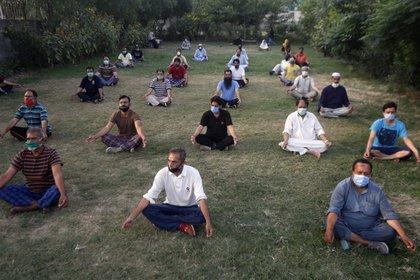 Una clase en Lahore, Pakistán, con algunas mascarillas y distanciamiento social