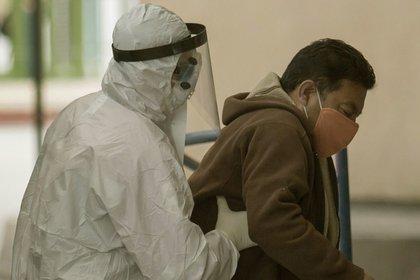 Para muchos infectados de coronavirus, los síntomas duran meses (Cuartoscuro.com)