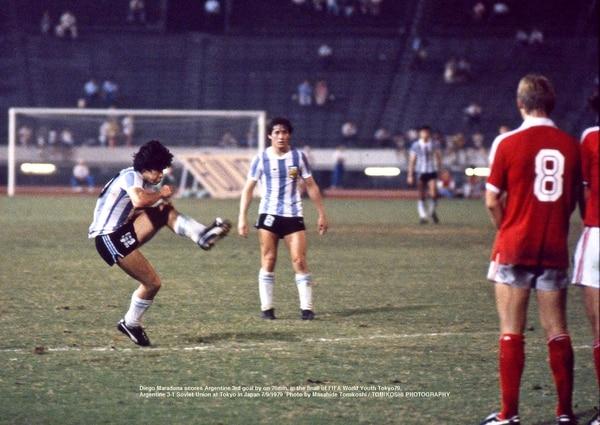 La ejecución de Diego Maradona en una muestra de su clase
