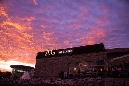 La fachada de AG Art & Design by Antigüedades Gonzalez desde el exterior del Tortugas Open Mall, su segunda tienda en Zona Norte