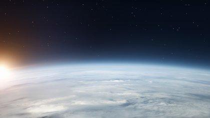 En estas órbitas, los astrónomos consideran que se dan las condiciones para que potenciales lunas -cuya existencia aún no se ha confirmado- proporcionen un entorno favorable para la vida