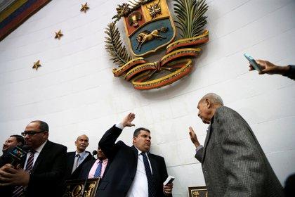 El momento del intento de jura de Luis Parra como presidente de la Asamblea, el 5 de enero de 2020 (REUTERS/Manaure Quintero)