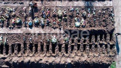 Sepulturas abiertas en el cementerio de Flores (Lihueel Althabe)