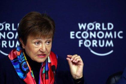 La directora gerente del FMI, Kristalina Georgieva, habla en una conferencia de prensa antes del Foro Económico Mundial (FEM) en Davos, Suiza, 20 enero 2020. REUTERS/Denis Balibouse