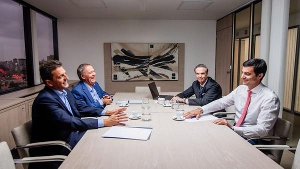 La foto que Sergio Massa se sacó junto a Juan Schiaretti, Juan Manuel Urtubey y Miguel Pichetto