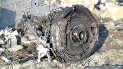 Uno de los motores del Boeing estrellado