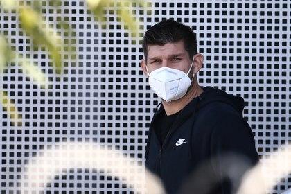 El defensor argentino se contagió de coronavirus y no podrá viajar al país para enfrentar a Ecuador (REUTERS/Diego Vara)