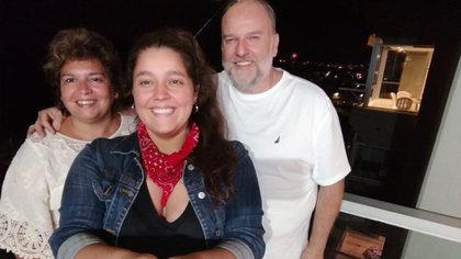 Juana junto a sus padres