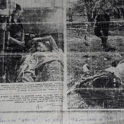 La única foto que Rogelio Mazacotte conserva. Es de una página de la Revista Gente. Está en el hospital. De  pie, su mamá Petrona.