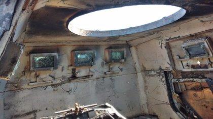 Interior de la  camioneta Dodge Ram 1500 Laramie incendiada (Foto: Twitter/LPueblo2)