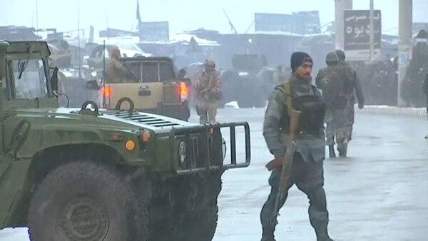 Una columna de fuerzas de seguridad afganas durante un ataque anterior(Reuters)