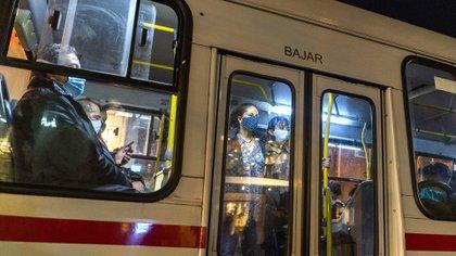 Imagen del transporte público en Montevideo (AP/Matilde Campodonico)