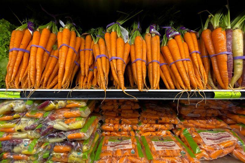 Las autoridades aseguran que el Programa Mercado Federal Móvil permitirá acceder a productos frescos a precios mayoristas (REUTERS/Mike Blake)