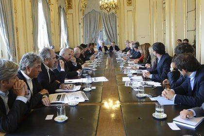 El presidente Mauricio Macri y el ministro del Interior Rogelio Frigerio en la reunión que mantuvieron el jueves con los gobernadores NA 162