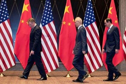 Los principales negociadores solo posaron ante la prensa, pero no ofrecieron declaraciones sobre el estado del diálogo comercial (Reuters)
