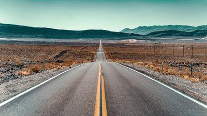 Pasando por ocho estados entre Chicago, Illinois y Santa Mónica, California, y abarcando casi 4000 km, la Ruta 66 tenía grandes tramos escénicos que conectaban las pequeñas ciudades en el camino, llevando a la gente al oeste durante la era del Dust Bowl