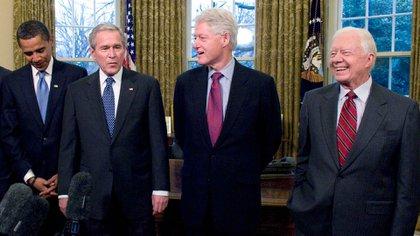 FOTO DE ARCHIVO: Los ex presidentes Barack Obama, George W. Bush, Bill Clinton y Jimmy Carter en la Casa Blanca. (Ron Sachs/Shutterstock)