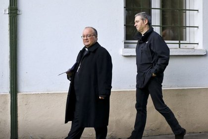 El arzobispo Charles Scicluna, izquierda, y monseñor Jordi Bertomeu serán enviados a México a finales de marzo (Foto: AP)