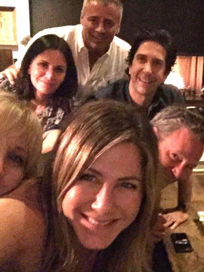 """Jennifer Aniston abrió cuenta oficial de Instagram y publicó una foto de una reunión con el elenco de """"Friends"""""""