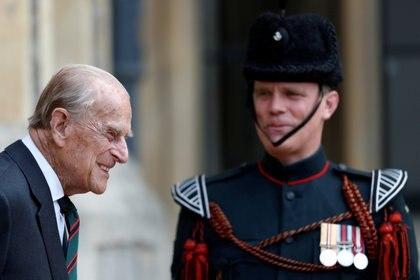 En julio de 2020, el duque de Edimburgo entregó su cargo de coronel en jefe de los Rifles a Camilla Parker Bowles, la esposa del príncipe Carlos, después de 67 años de servicio