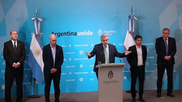 El presidente Alberto Fernándz, ayer, al anunciar la cuarentena obligatoria (Presidencia)