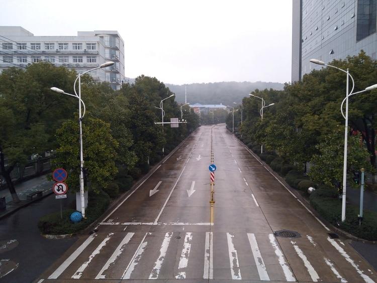 Las calles de Wuhan, vacías por las restricciones a la circulación y los temores al contagio (Reuters)