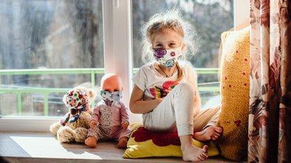 La mayoría de los niños que dieron positivo al virus SARS-CoV-2, responsable de causar la enfermedad COVID-19, no presentaban los síntomas clásico (Shutterstock)