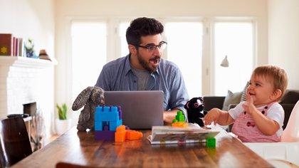 Hacer home office con chicos en casa no es imposible, solo hay que ordenar los tiempos (Shutterstock)