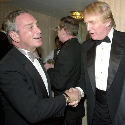 Michael Bloomberg y Donald Trump en una cena en Nueva York en abril de 2001, cuando ninguno era político