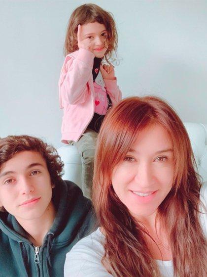 La artista está acompañada por sus hijos, Teo y Ámbar