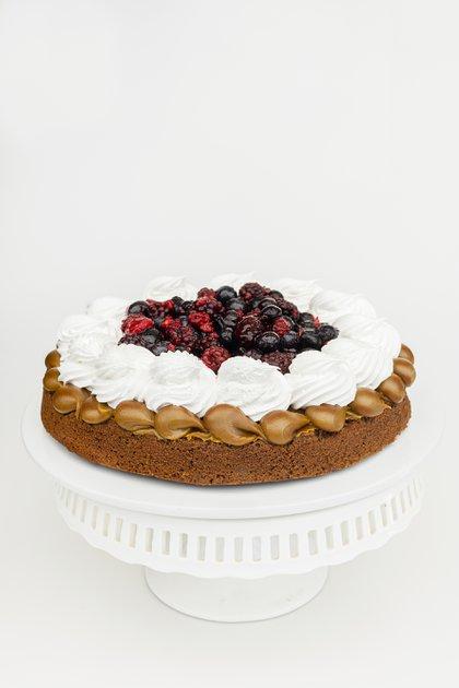 La torta brownie con merengue y frutos rojos, una de las especialidades de Suss (Clara Vittino)