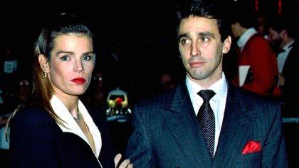 Stephanie de Monaco y su marido Daniel Ducruet.  La princesa se divorció el 4 de octubre de 1996 quien fue captado por un paparazzi en una piscina junto a una stripper. Tuvieron dos hijos: Louis y Pauline (AP)