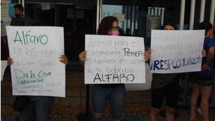 Las esposas de los detenidos se manifestaron afuera de la Fiscalía de Jalisco (Foto: Twitte/eloccidental)