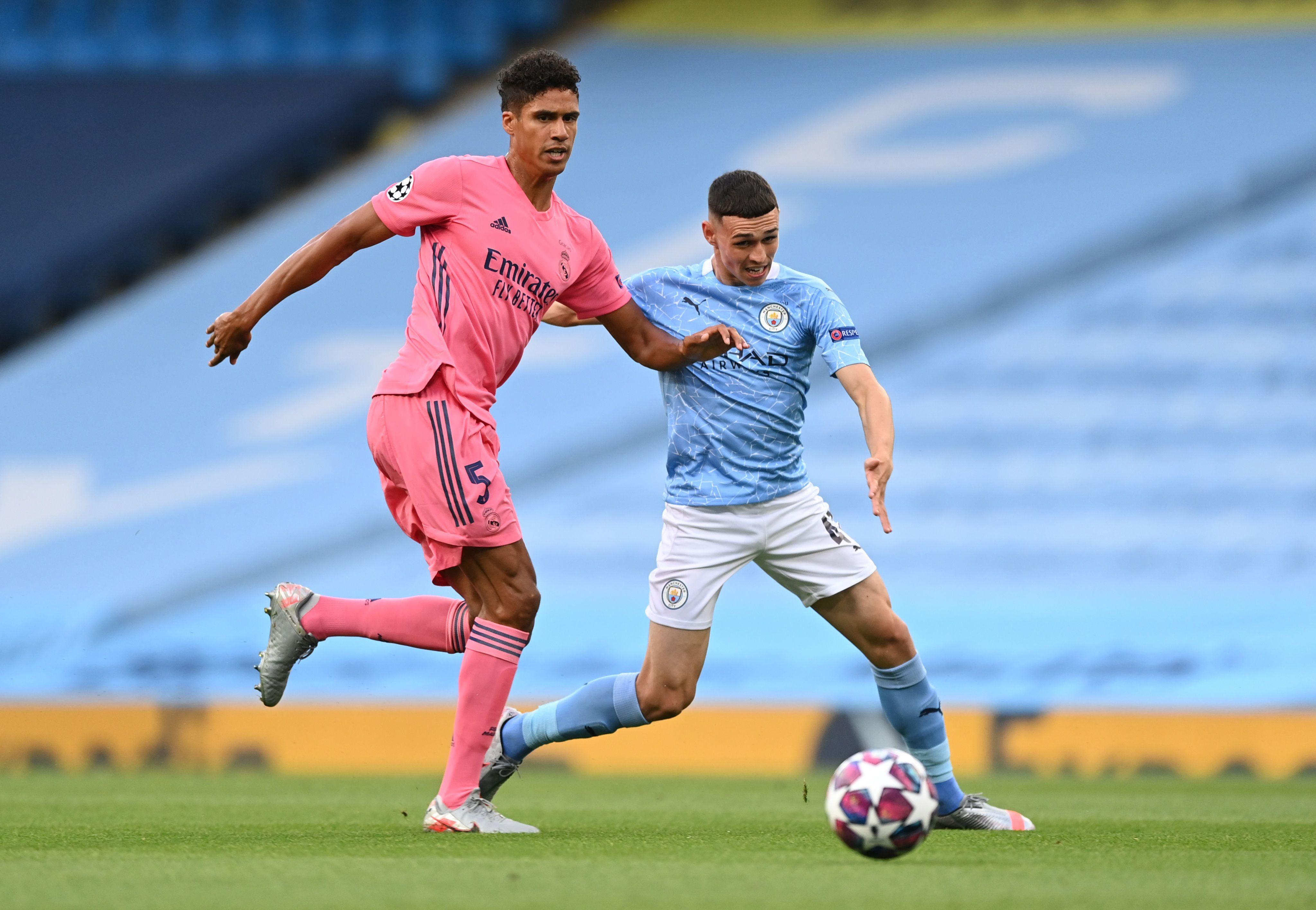 Raphael Varane cometió dos errores de consideración en el artido entre Real Madrid y Manchester City (REUTERS/Shaun Botterill)