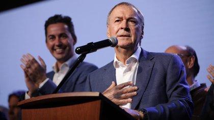 El gobernador cordobés logró un amplio triunfo en las elecciones locales