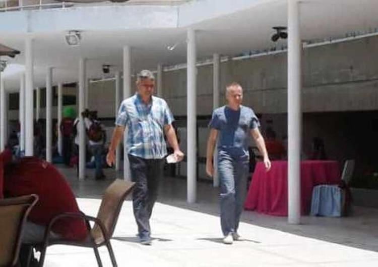 Rusos de civil en el Círculo Militar de Caracas.