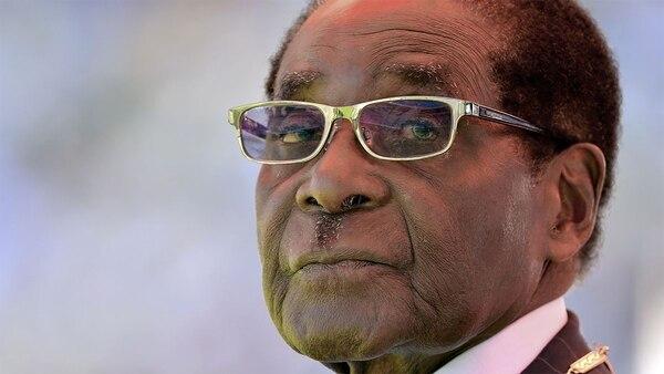 Mugabe durante la ceremonia de su investidura en un estadio deportivo de 60.000 asientos en la capital del país, Harare, el 22 de agosto de 2013. La toma de posesión se produjo luego de conseguir otro mandato de cinco años en una elección que la oposición consideró fraudulenta