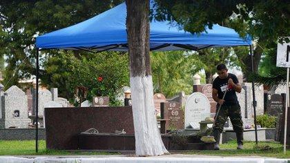 El Presidente que marcó una década en la Argentina fue enterrado junto a su hijo, Carlos Menem Jr., que murió en 1995