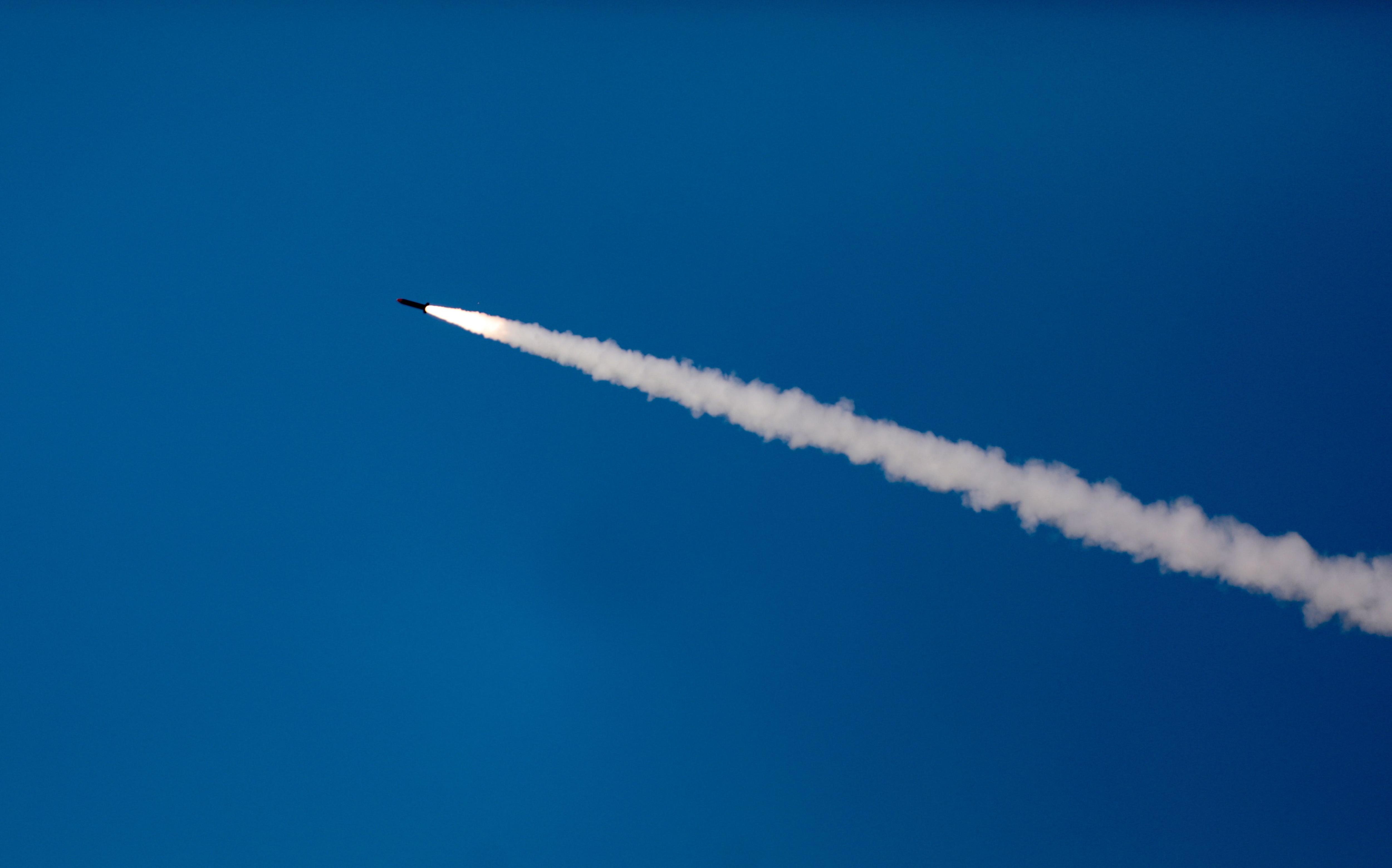 La aviación israelí bombardea objetivos de Hamás en Gaza tras el disparo de un cohete