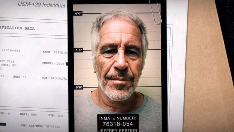 En el documental sobre Jeffrey Epstein, imputado por tráfico sexual de menores, se muestra su vínculo frecuente con Bill Clinton.