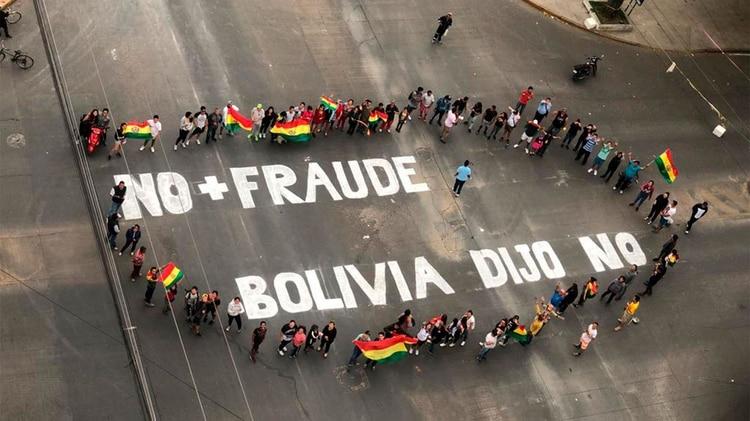 Demostración contra la reelección de Evo Morales en la Av. Melchor Pérez de Olguín de Cochabamba. (Foto: Paula Muñoz Encinas)