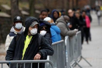 Filas en Brooklyn para un test de diagnóstico (Reuters)