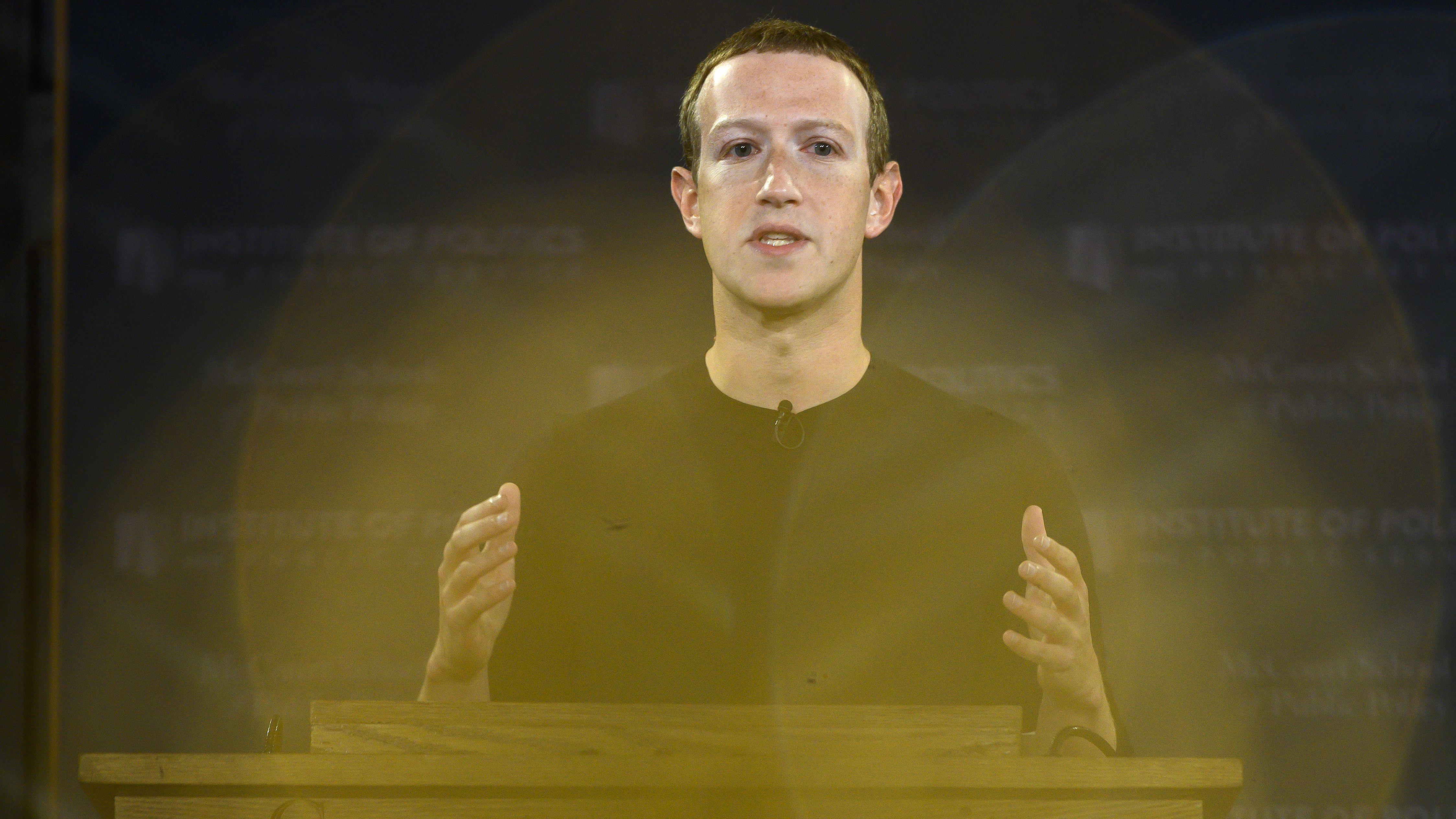 Mark Zuckerberg, CEO de Facebook durante una charla sobre la libertad de expresión que dio en Washington, DC (Photo by ANDREW CABALLERO-REYNOLDS / AFP)