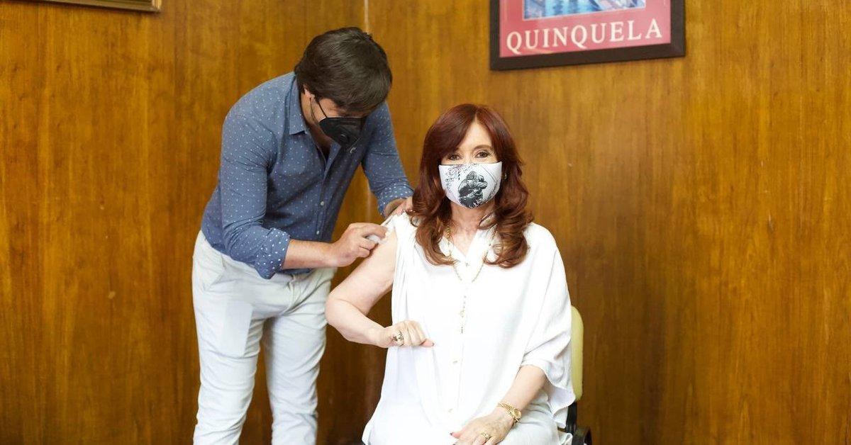 Coronavirus.- Cristina Fernández receives her first dose of the Russian vaccine against the coronavirus