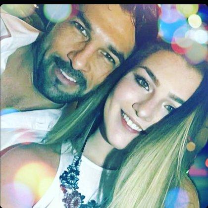 Arturo Carmona aplaudió la decisión de su hija de hacer pública la situación que experimentó (Foto: Instagram @arturo.carmona)