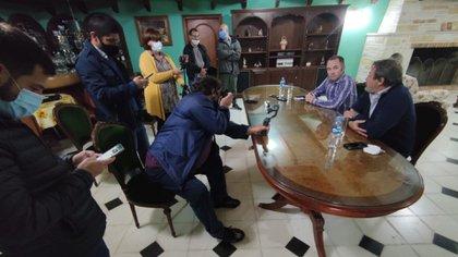 Tras el encuentro, los legisladores brindaron una conferencia de prensa
