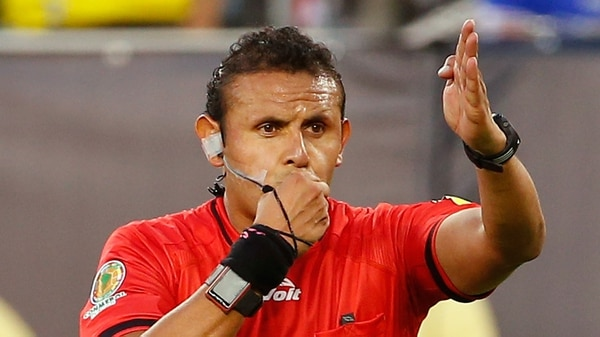 El boliviano Gery Vargas estuvo como AVAR en el partido de Lanús-River (Getty)