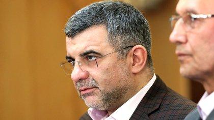 Iraj Harirchi durante una conferencia de prensa en Teherán ayer lunes. Durante toda la rueda se lo vio transpirando y con mal aspecto. Hoy confirmó que contrajo coronavirus (AFP)