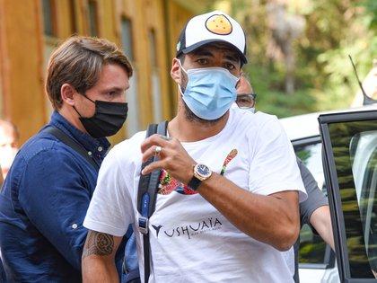El FC Barcelona y el delantero Luis Suárez trabajan en la rescisión del contrato que une a ambas partes, un acuerdo que se puede producir en las próximas horas, según ha podido saber EFE de fuentes próximas a la negociación. EFE/EPA/CROCCHIONI
